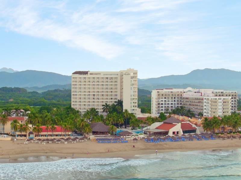 park royal beach ixtapa hotel