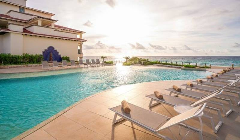 Piscinas hotel grand park royal cancun