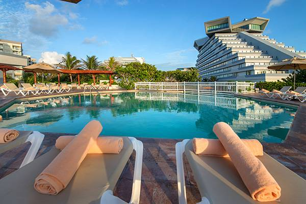 20% off + free 4th night park royal beach cancun hotel