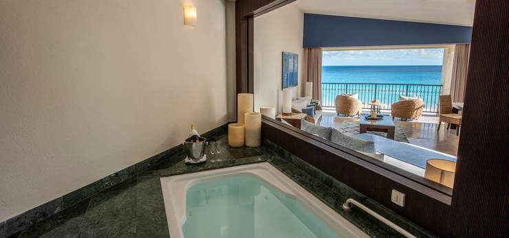 Royal tower jacuzzi suite ocean front grand park royal cancun hotel