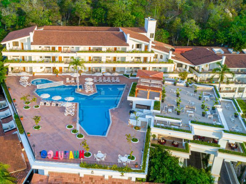 park royal beach huatulco hotel