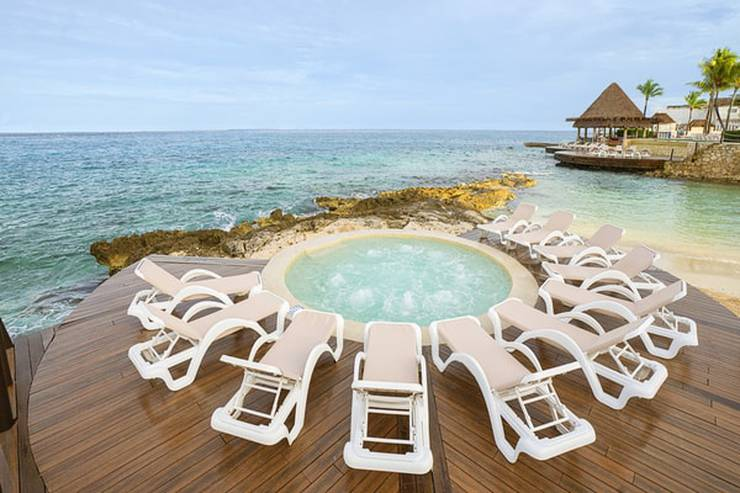 20% off + free 4th night grand park royal cozumel hotel
